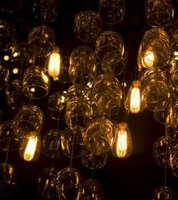 ретро лампочки в изобретательном интерьере