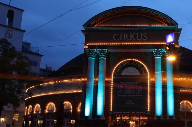 Цирк в Копенгагене, оформленный ретро лампочками Danlamp